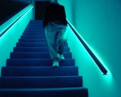 stairspersonwalking-01